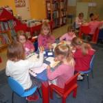 806 5 150x150 - Zimsko veselje - pravljična urica z ustvarjalno delavnico za otroke od 4. leta dalje