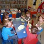 840 7 150x150 - Cvetoča pravljična urica z ustvarjalno delavnico za otroke od 4. leta dalje