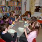 840 8 150x150 - Cvetoča pravljična urica z ustvarjalno delavnico za otroke od 4. leta dalje