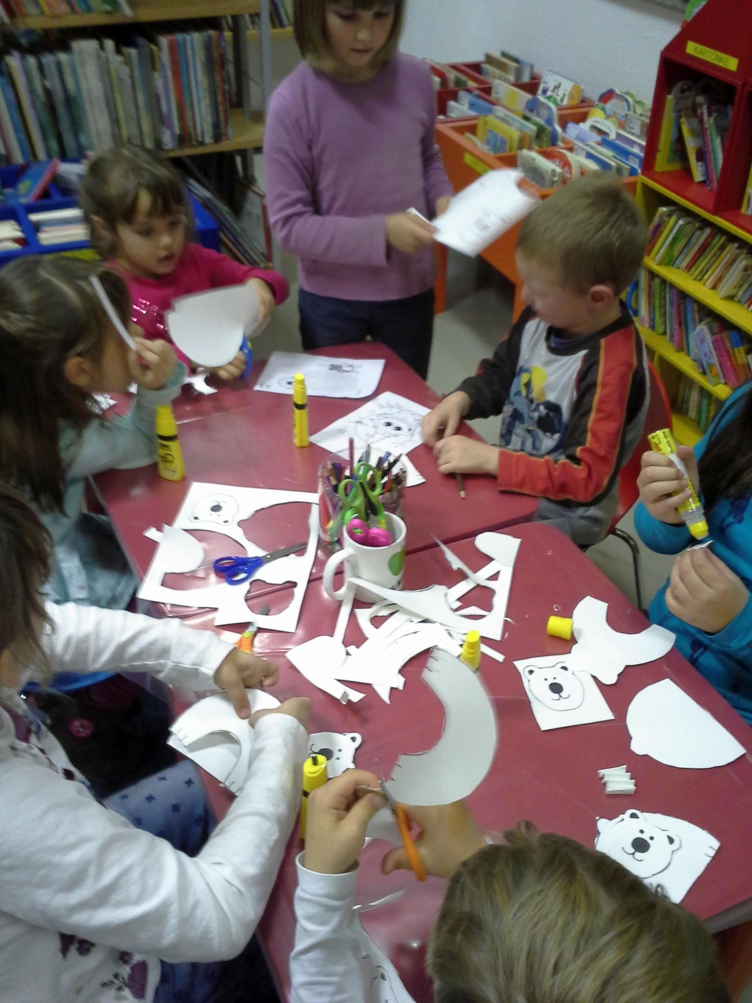 20151105 174936 - Pravljični listopad - pravljična urica z ustvarjalno delavnico za otroke od 4. leta dalje