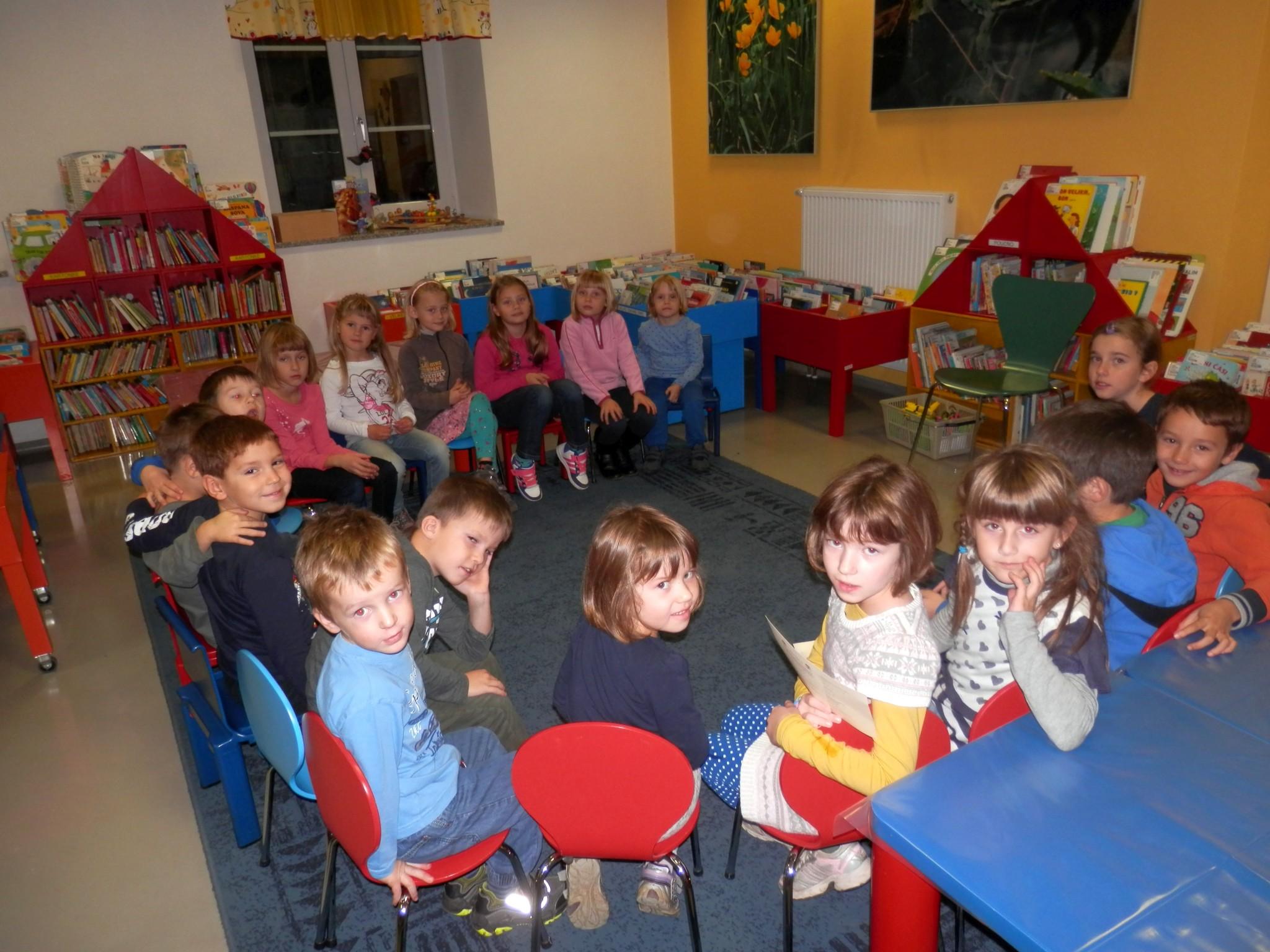 PB040015 - Pravljični listopad - pravljična urica z ustvarjalno delavnico za otroke od 4. leta dalje