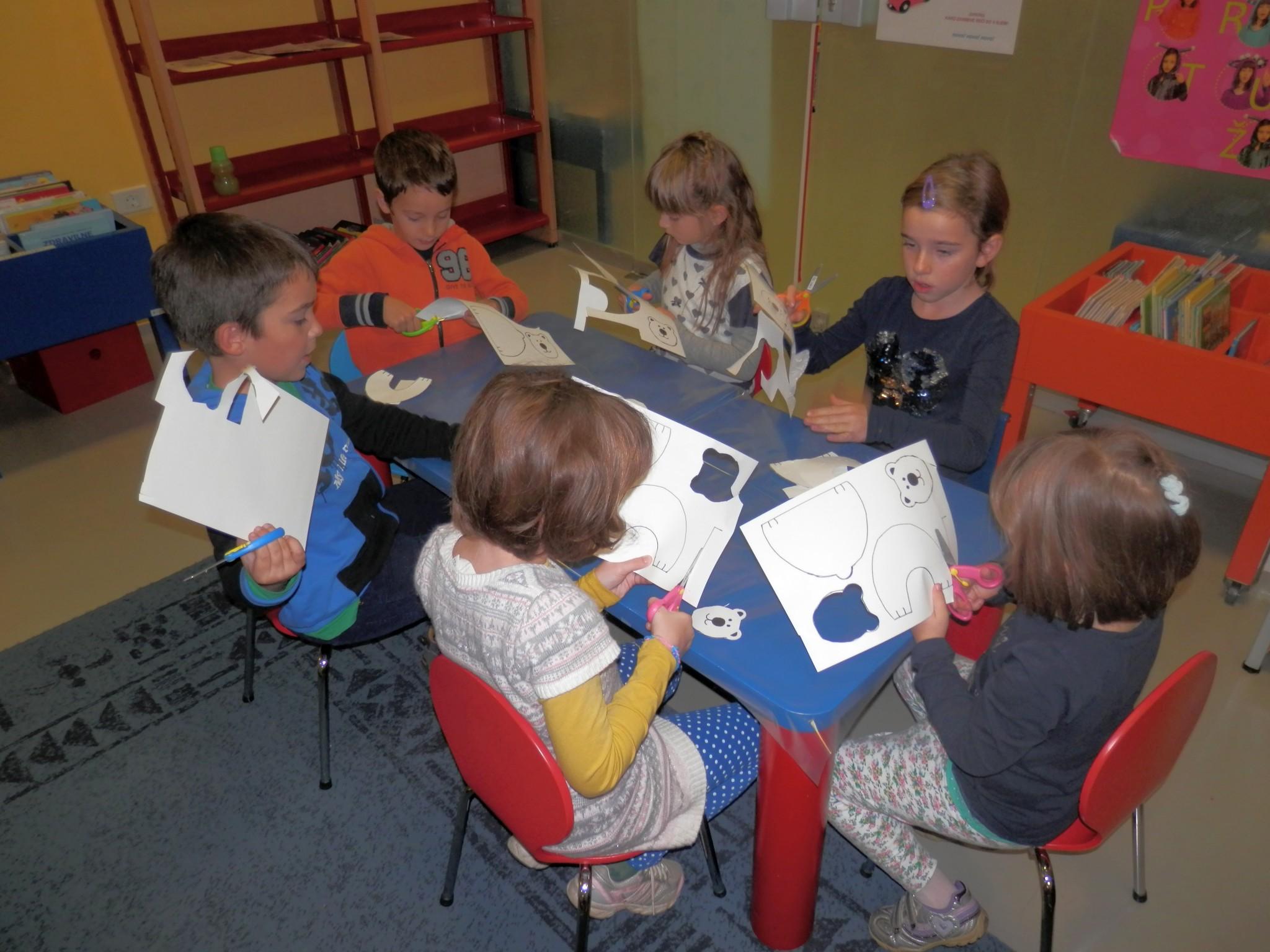 PB040018 - Pravljični listopad - pravljična urica z ustvarjalno delavnico za otroke od 4. leta dalje
