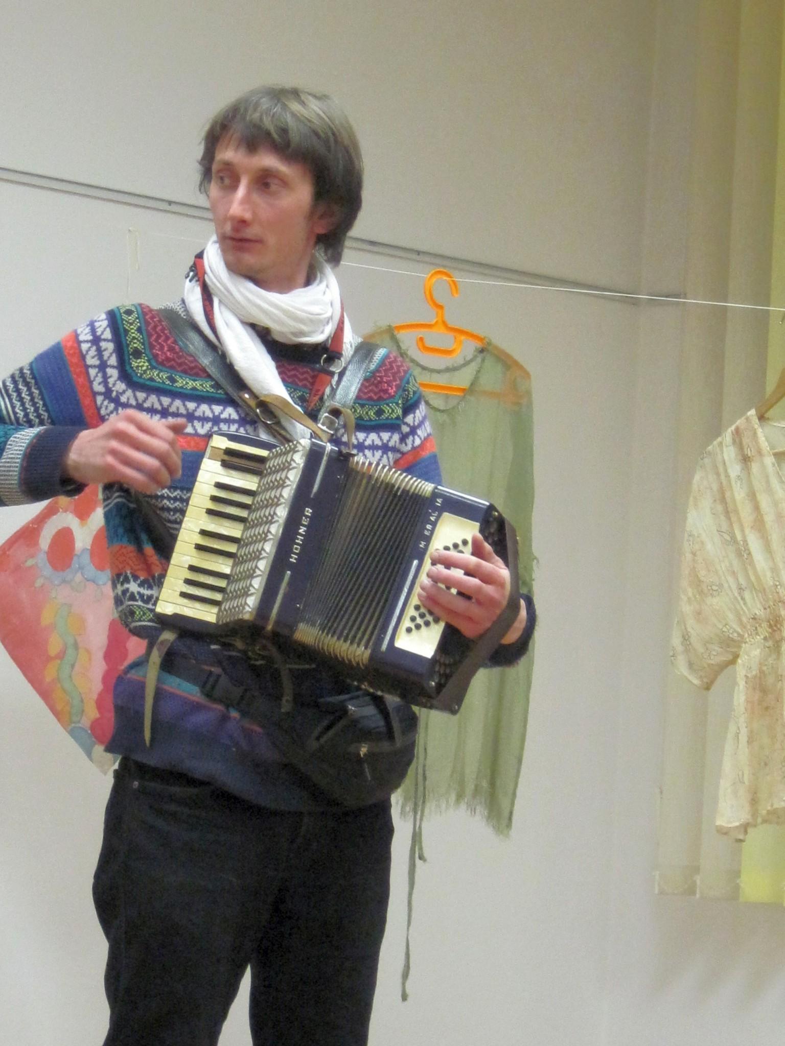 IMG 2369 - Sonja Butina: Stare rute in šali - razstava