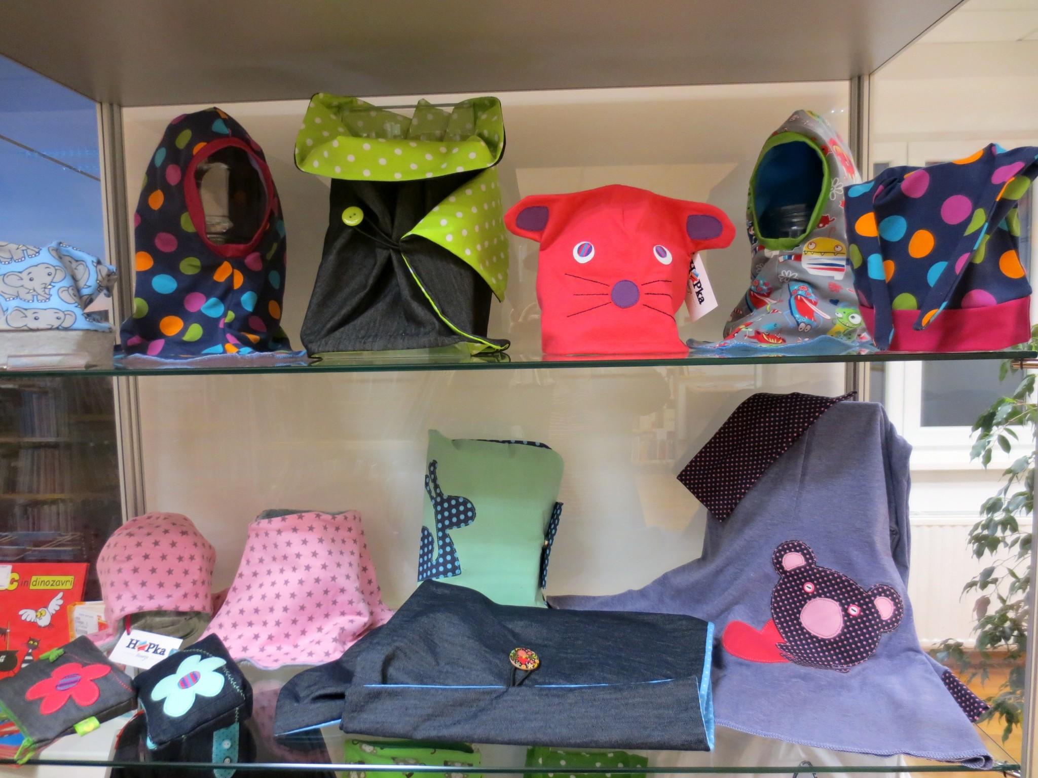 IMG 3086 - Hopka šivarije - razstava otroških oblačil