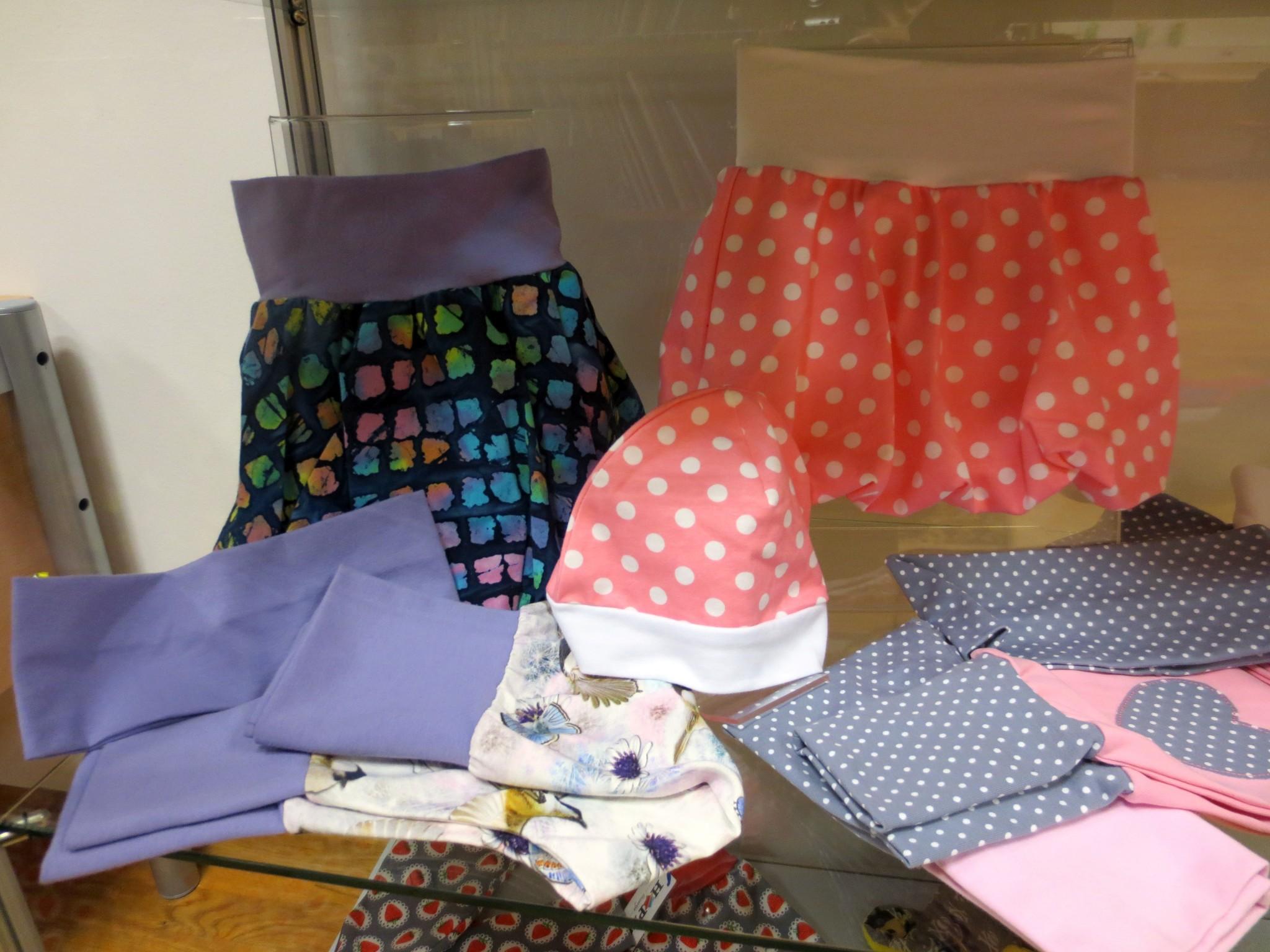 IMG 3088 - Hopka šivarije - razstava otroških oblačil