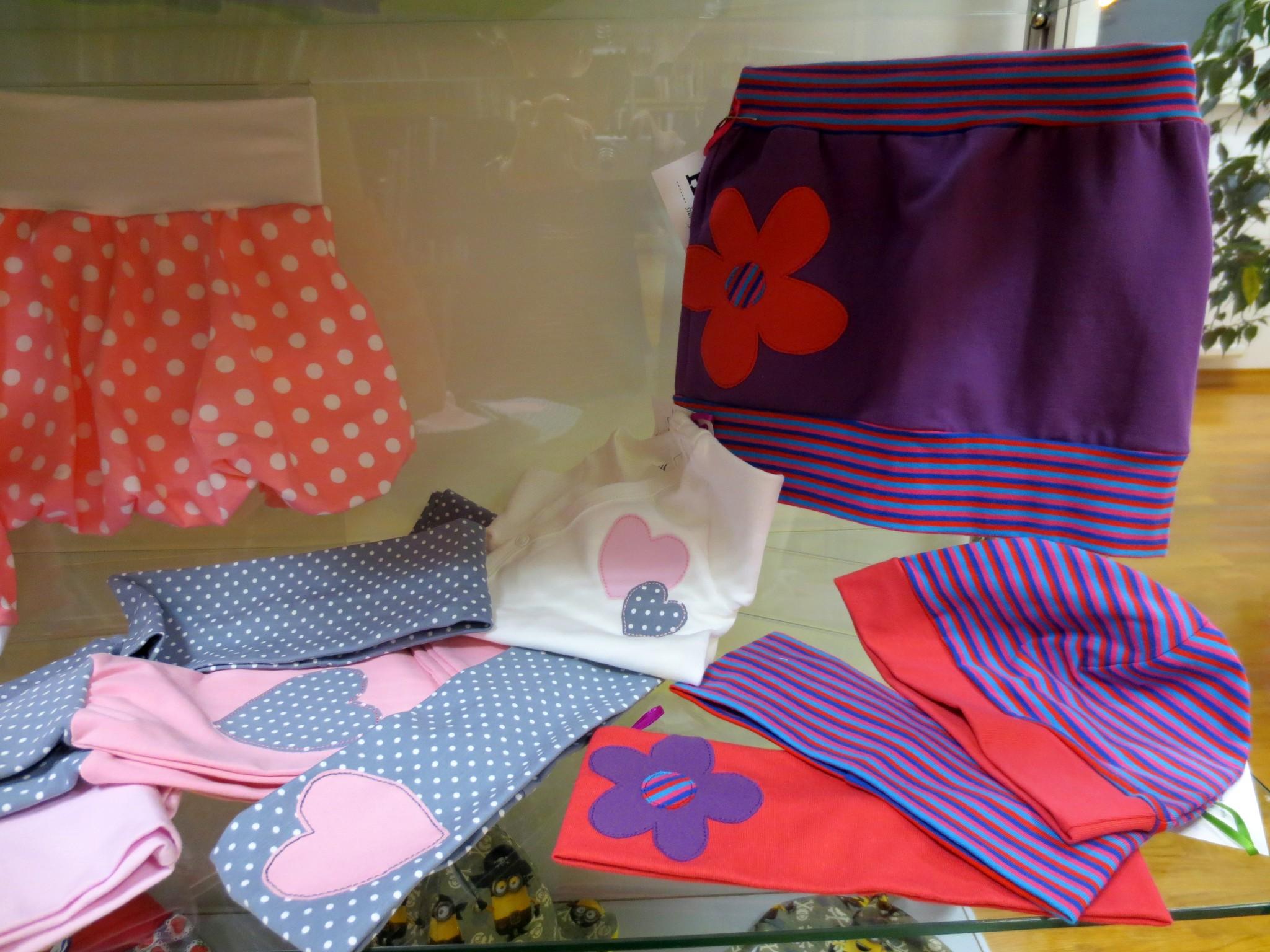 IMG 3089 - Hopka šivarije - razstava otroških oblačil