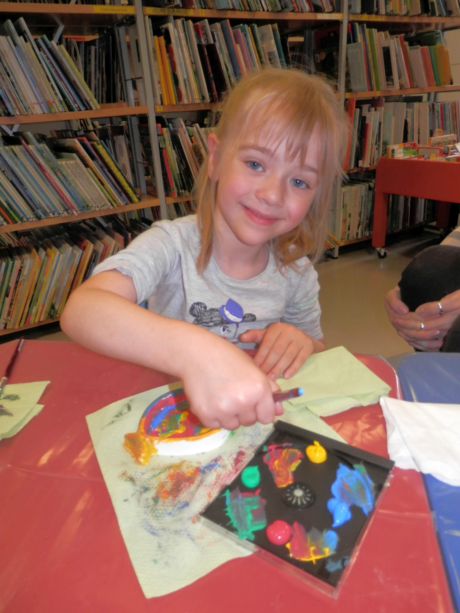 P6160171 - Pravljični rožnik - pravljična urica z ustvarjalno delavnico za otroke od 4. leta dalje