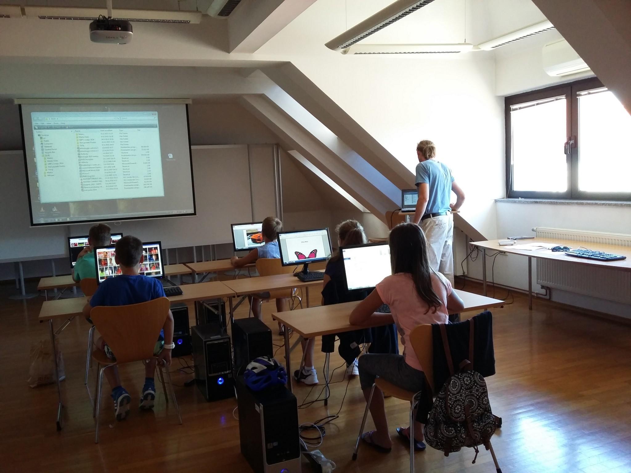 račteč1 - Osnovnošolci na brezplačnem računalniškem tečaju