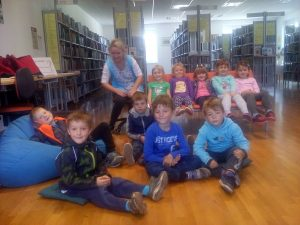 20160927 110323 300x225 - Obisk otrok iz novovaškega vrtca v bloški knjižnici