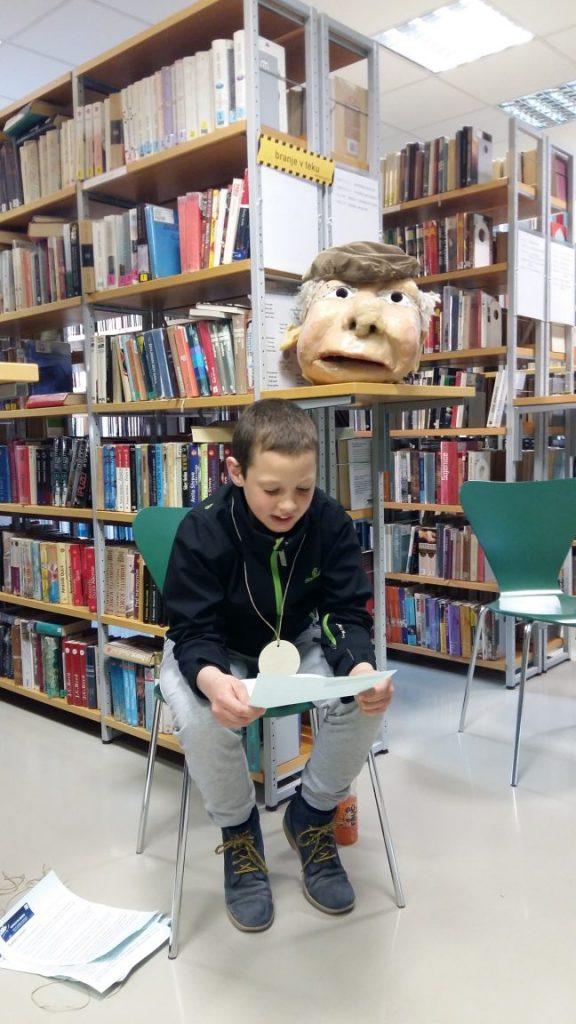 20170421 192910 576x1024 - Noč knjige 2017 so v knjižnici obiskali Butalci