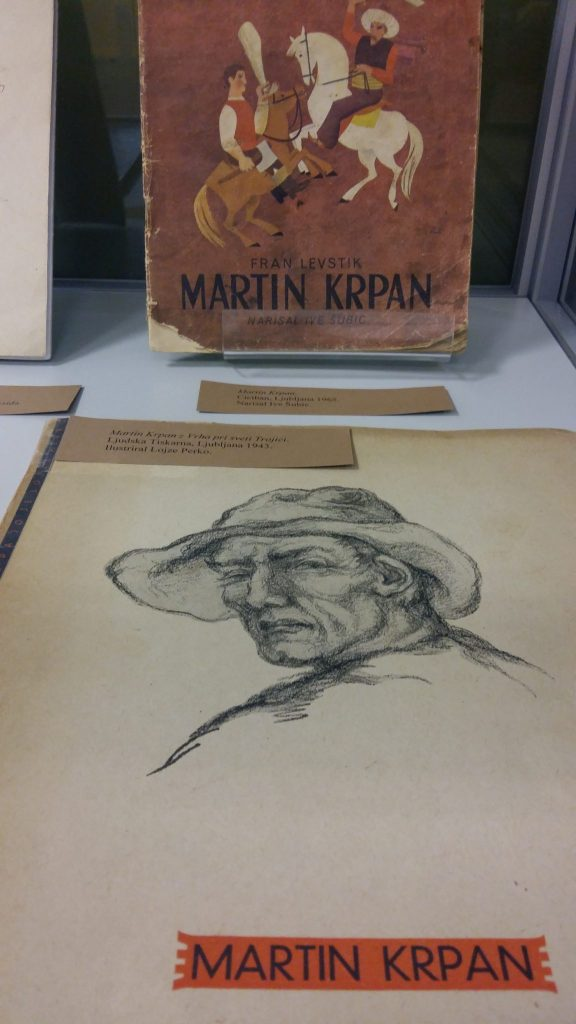 20170508 131417 576x1024 - Razstava knjižnih izdaj ob 100-letnici izida slikanice Martin Krpan z Vrha s podobami Hinka Smrekarja
