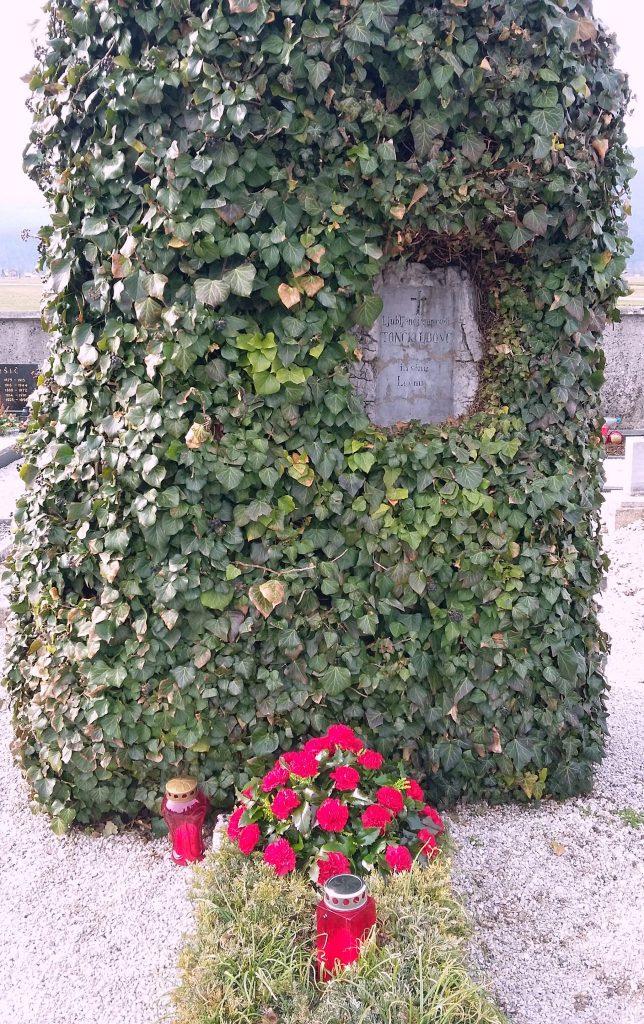 grob 644x1024 - 100-letnica smrti Udovičeve mame Tončke