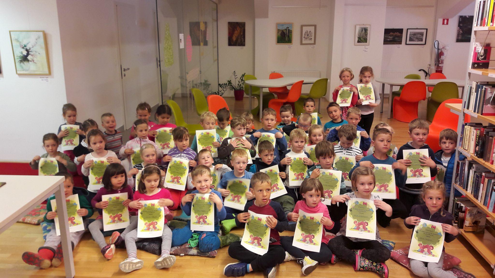 20170511 102801 - Rakovško knjižnico obiskale Čebelice in Miške iz vrtca Rakek