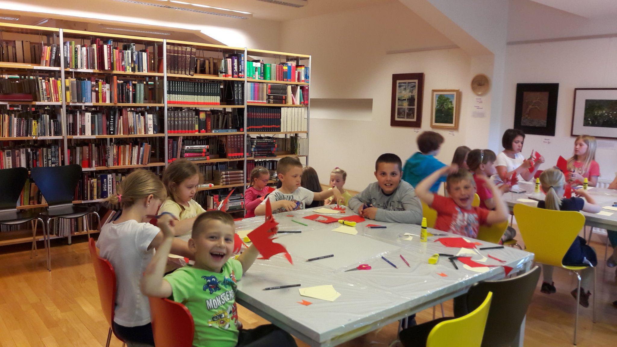20170516 174235 - Pravljična urica z ustvarjalno delavnico za otroke od 4. leta dalje – enota Rakek