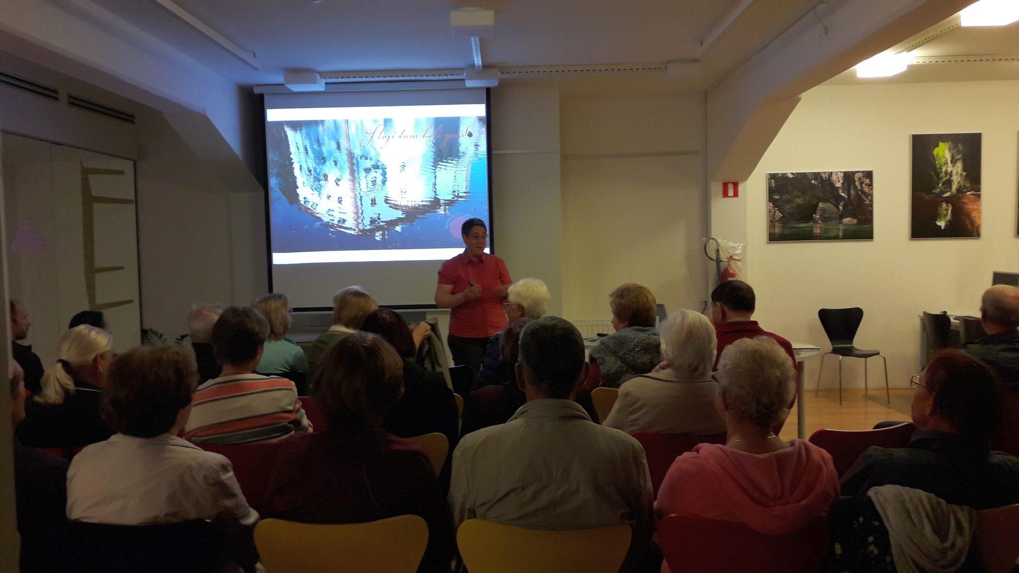 20170927 190459 - Alenka Veber: Stoji tam beli grad - predavanje