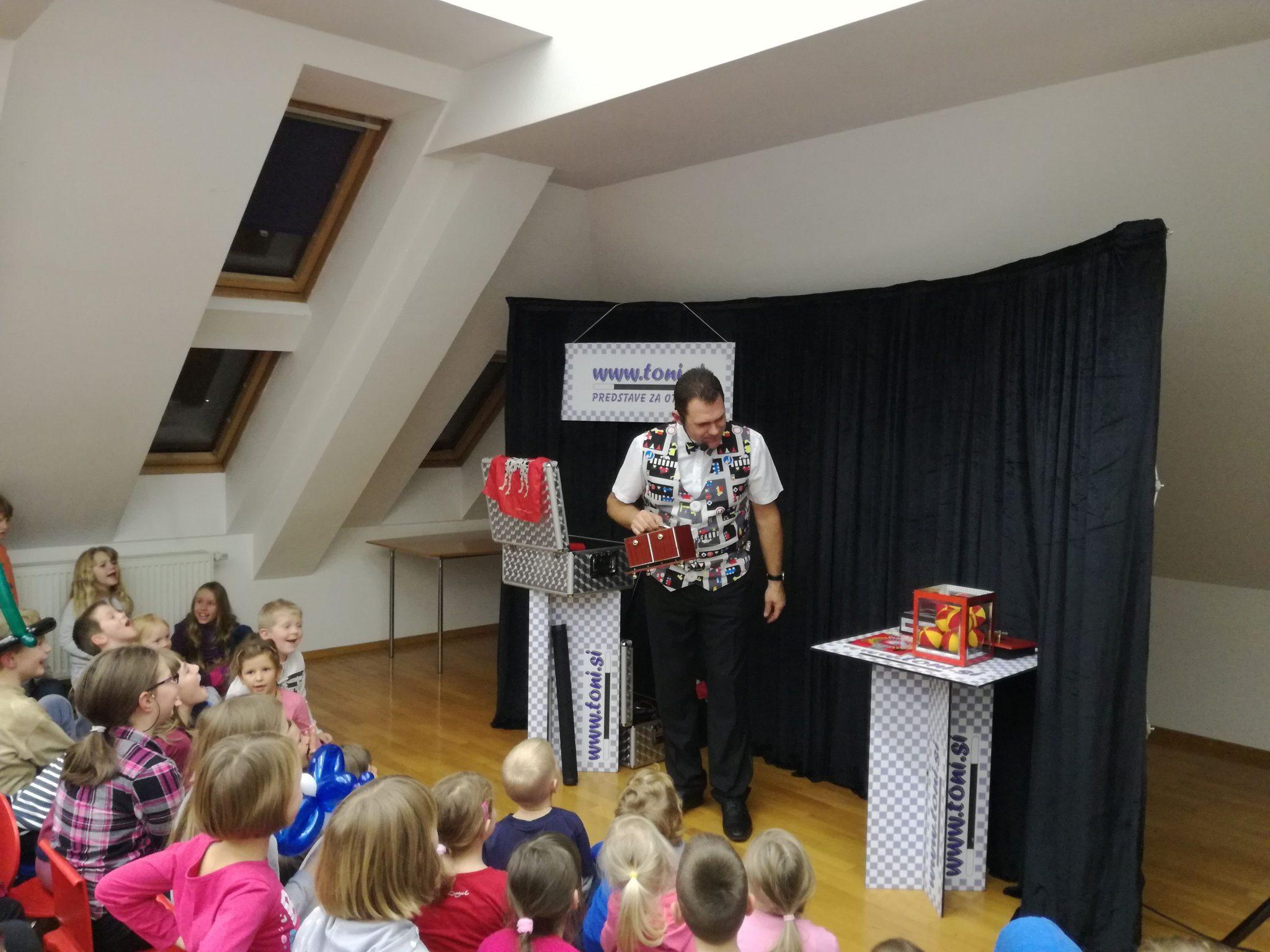 IMG 20171128 174104 - Predstava s čarodejem Tonijem