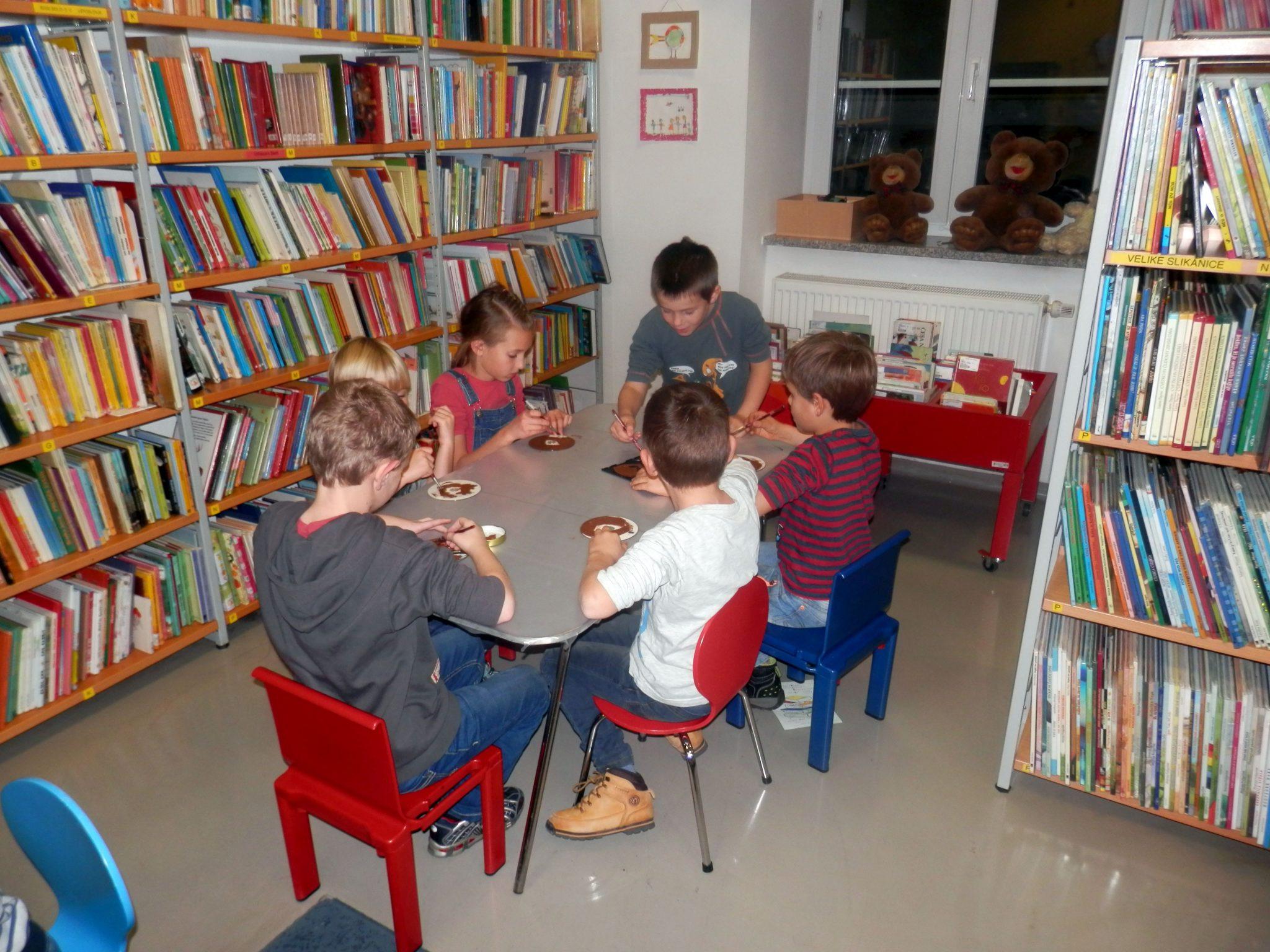 PB220005 - HU-HU pravljična urica z ustvarjalno delavnico za otroke od 4. leta dalje