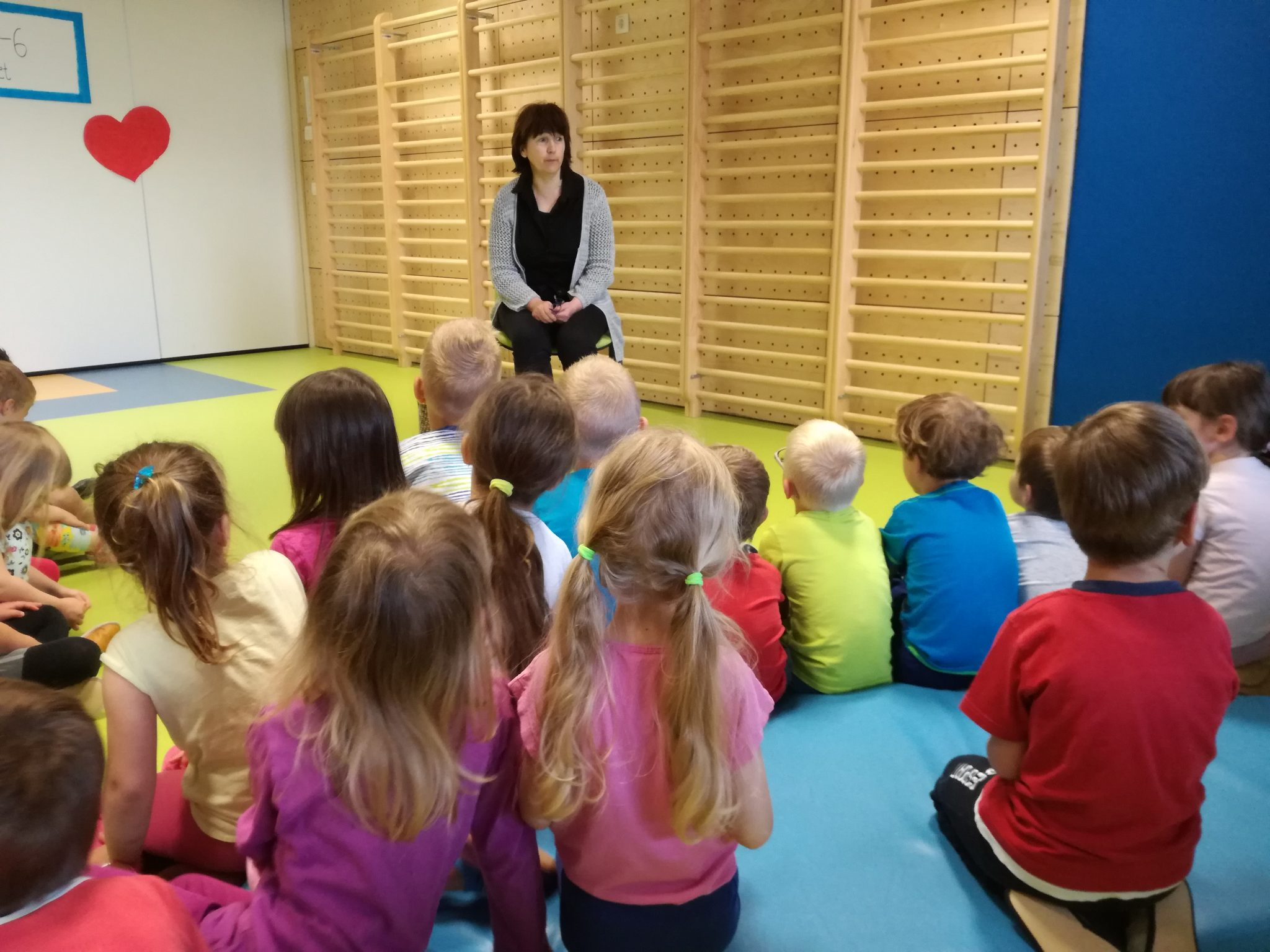 IMG 20180531 085906 - Palček Bralček je z otroki bral tudi v starejših vrtčevskih skupinah