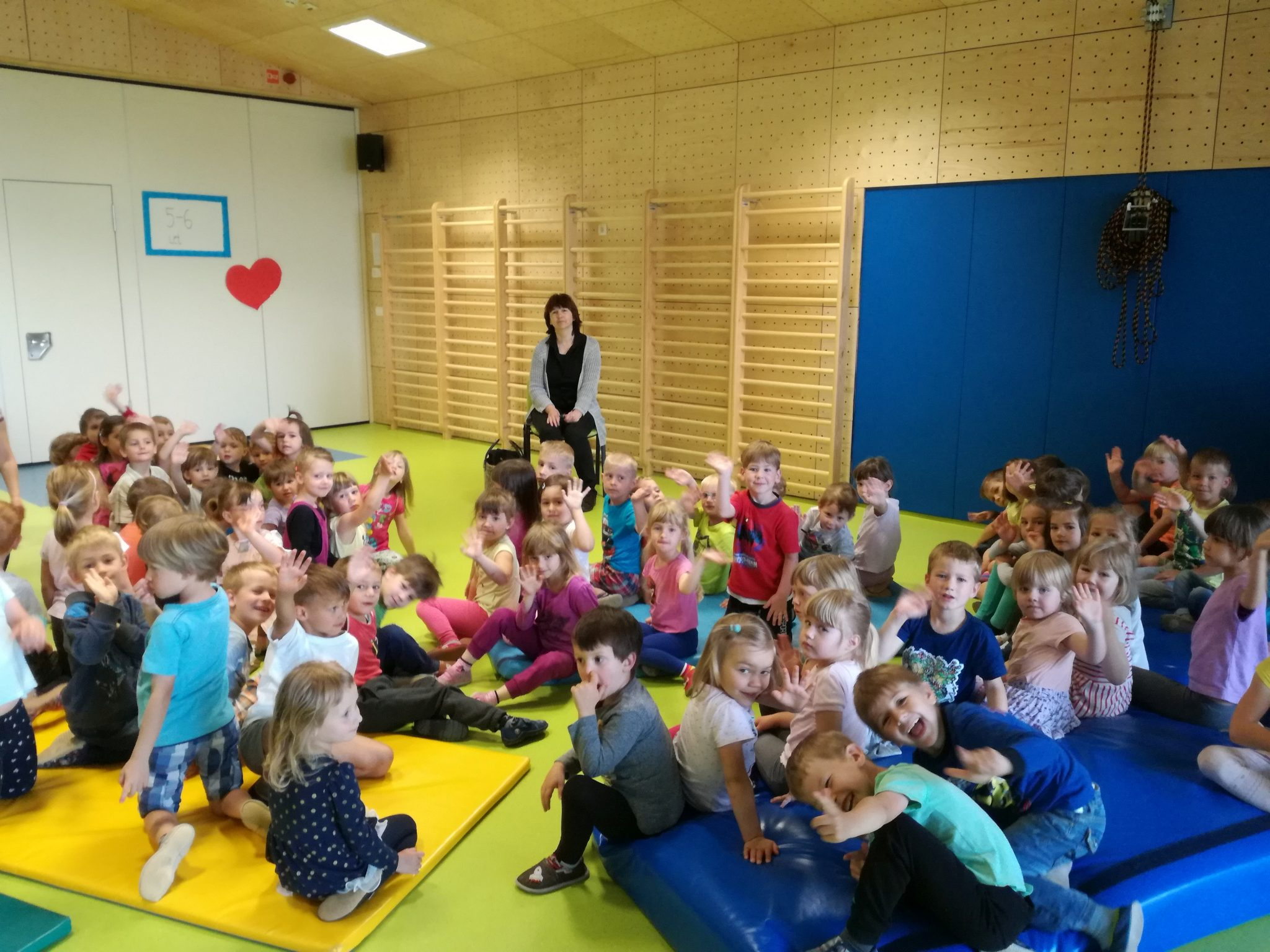 IMG 20180531 085918 - Palček Bralček je z otroki bral tudi v starejših vrtčevskih skupinah