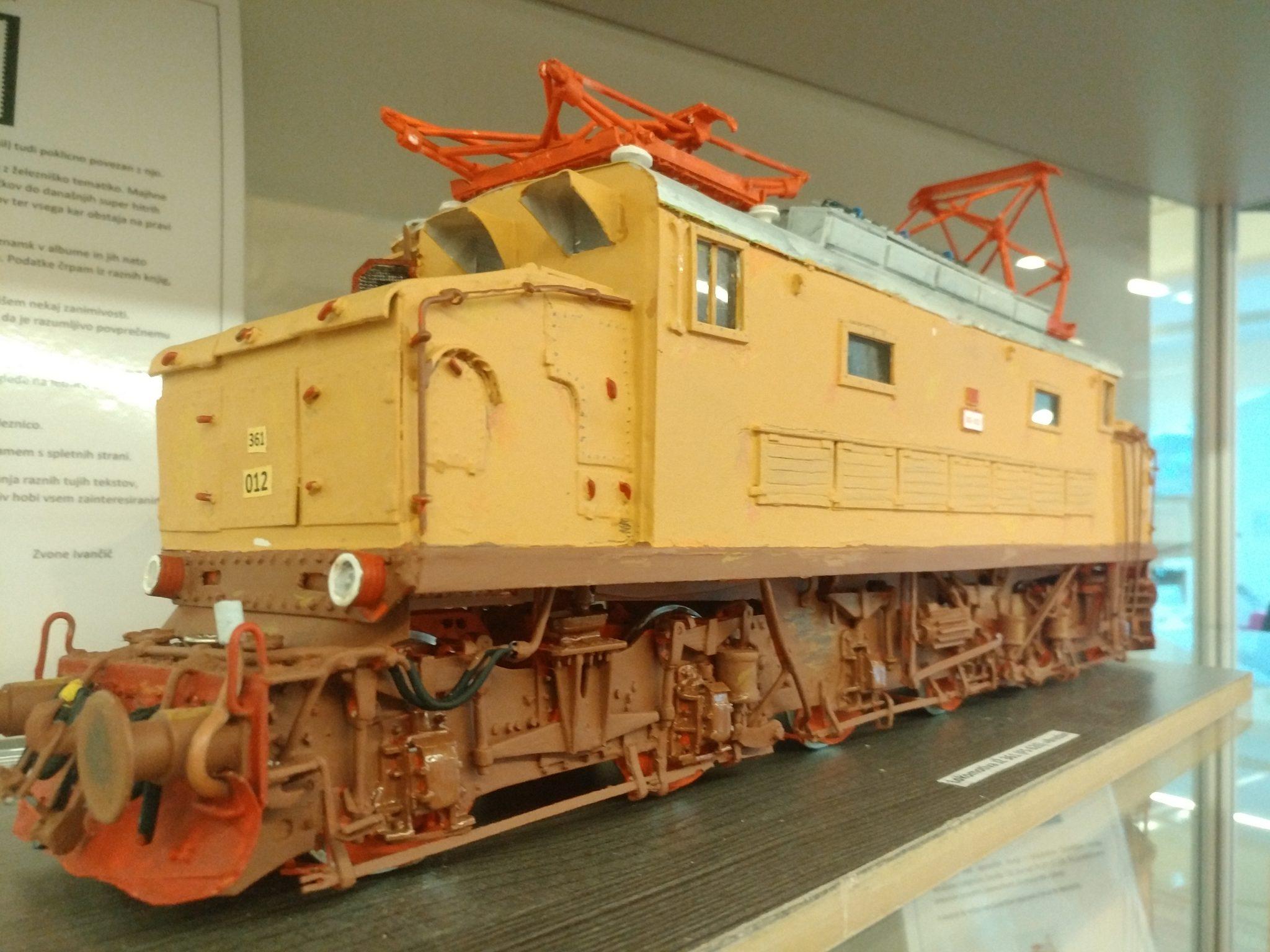 IMG 20181112 110842 - Zvone Ivančič: 160 let južne železnice – razstava maket lokomotiv in izbora znamk