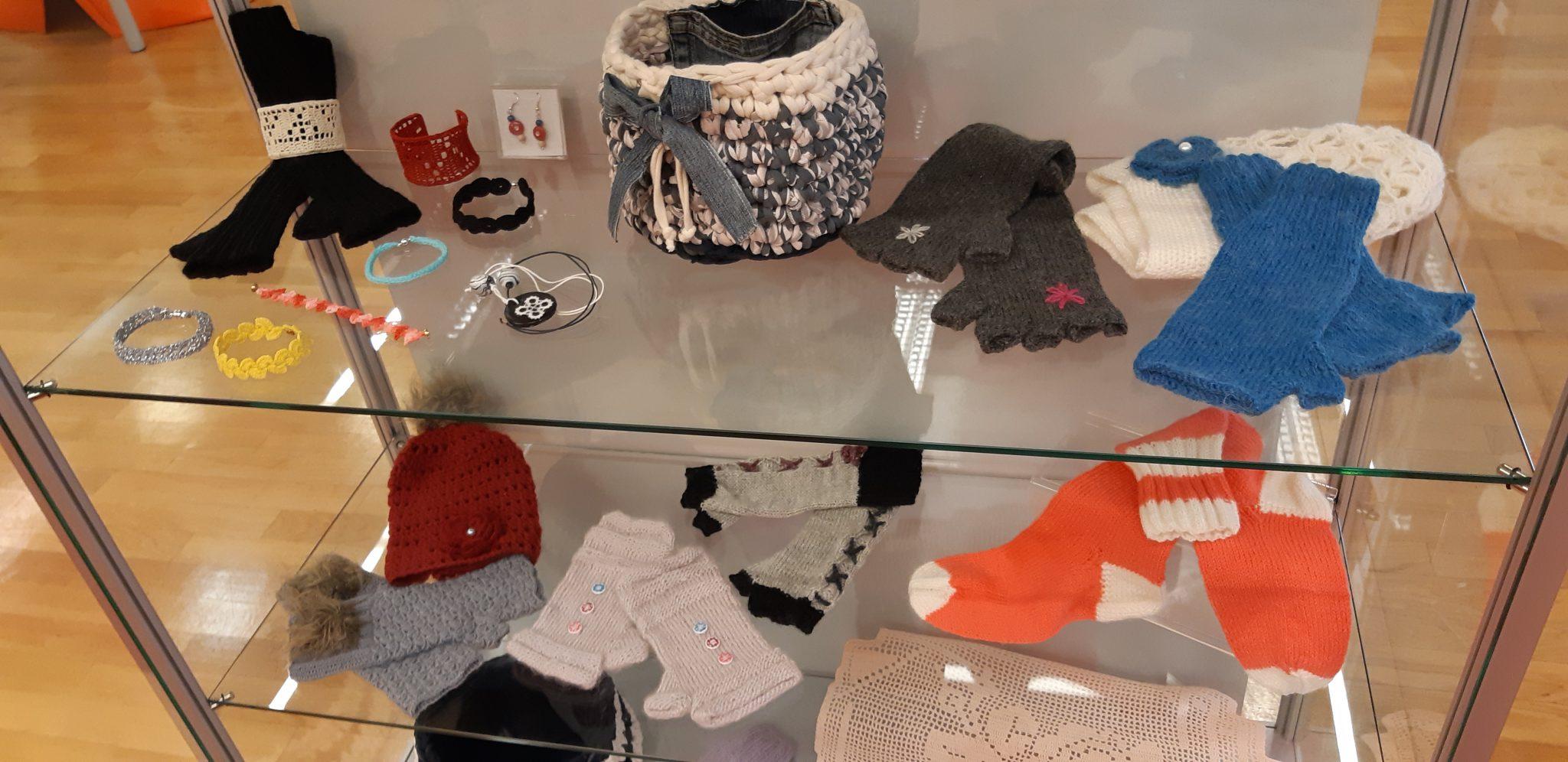20181119 095729 - Marinka Ivančič - razstava kvačkanih in pletenih izdelkov
