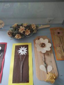 IMG 20181106 142653 225x300 - Rokodelska skupina Lesenke - razstava lesenih rož