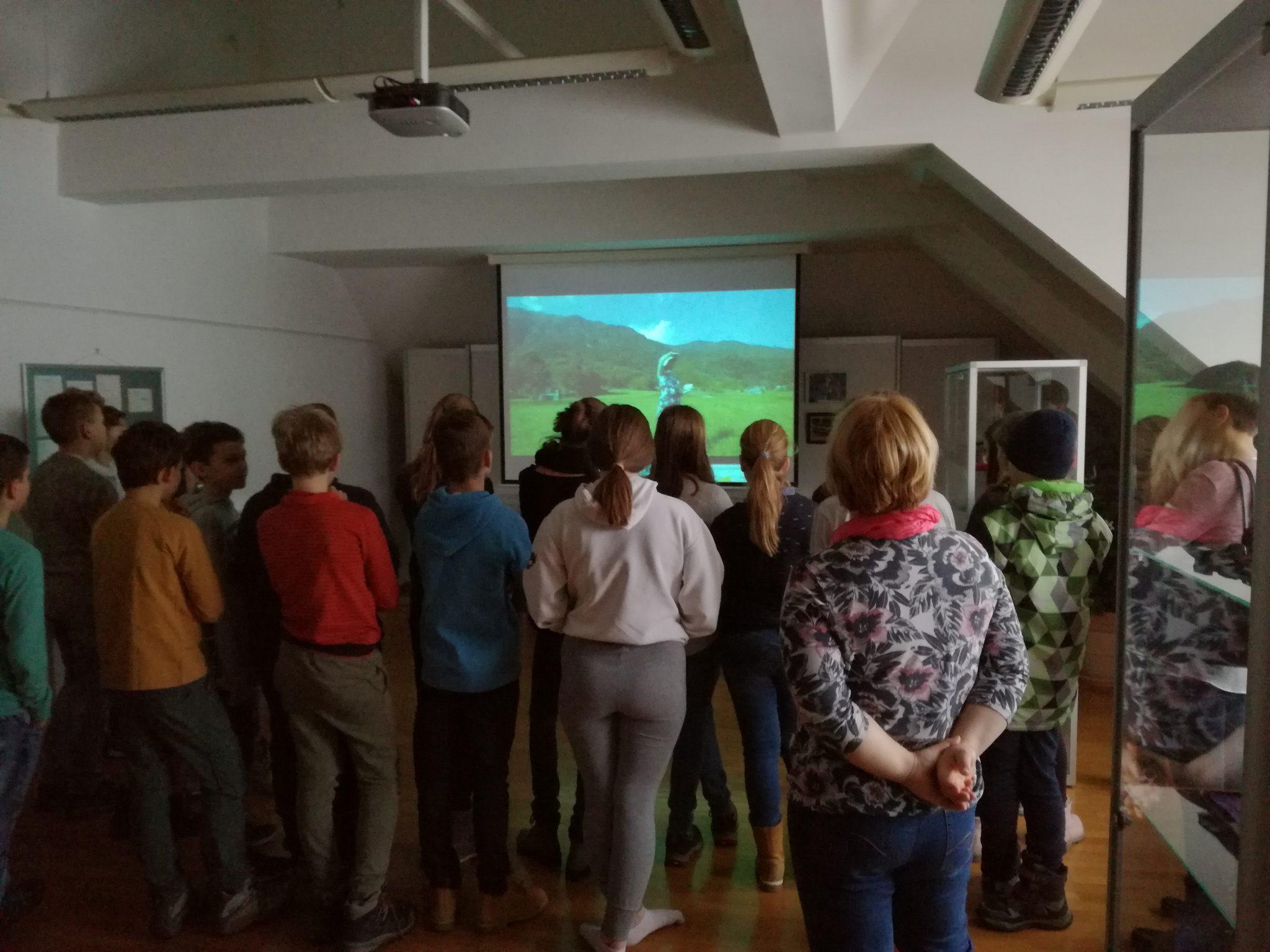 IMG 20190118 090240 - Danes so nas ob projektu Rastem s knjigo obiskali cerkniški sedmošolci