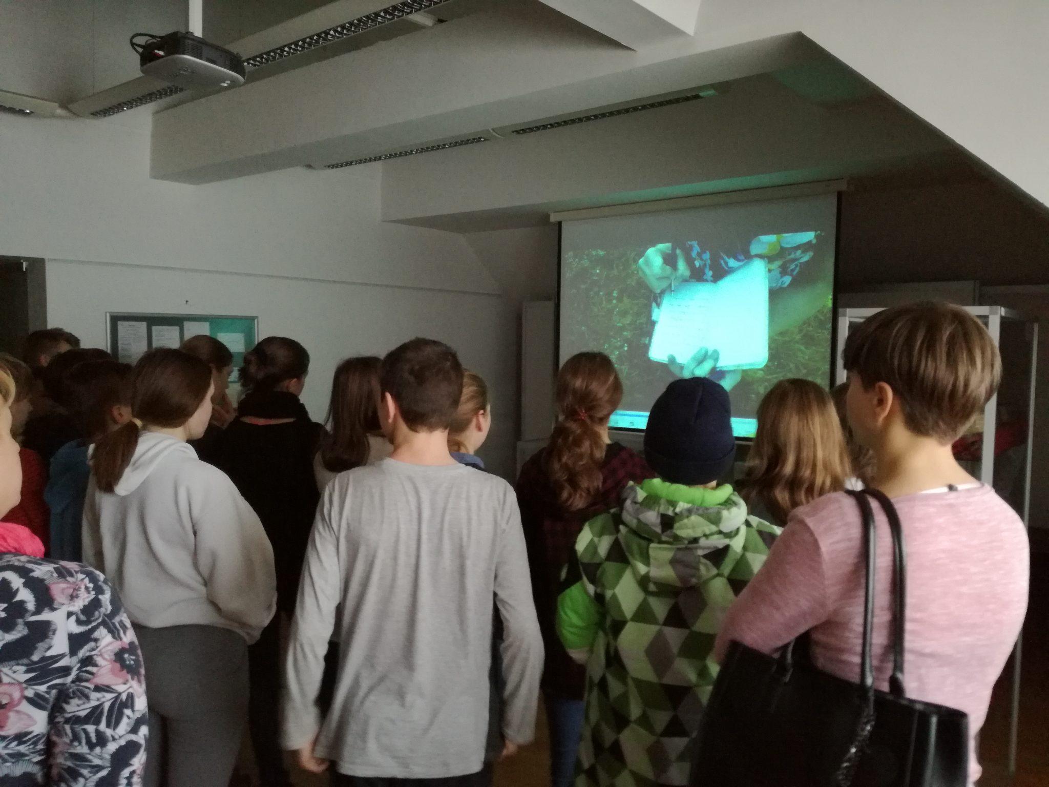IMG 20190118 090251 - Danes so nas ob projektu Rastem s knjigo obiskali cerkniški sedmošolci