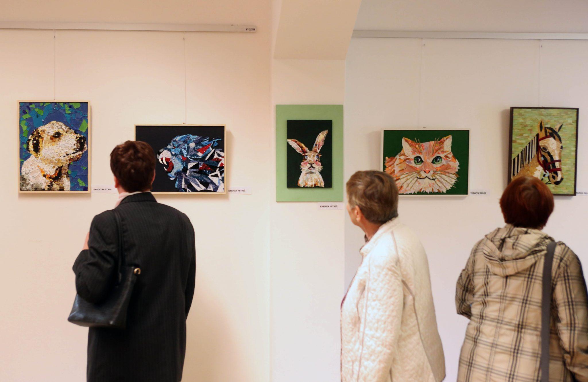 RAZSTAVA MOZAIKOV 02 FOTO LJUBO VUKELIČ - Odprtje razstave - Pogled v živalski svet - sekcije Mozaik KD Rak Rakek