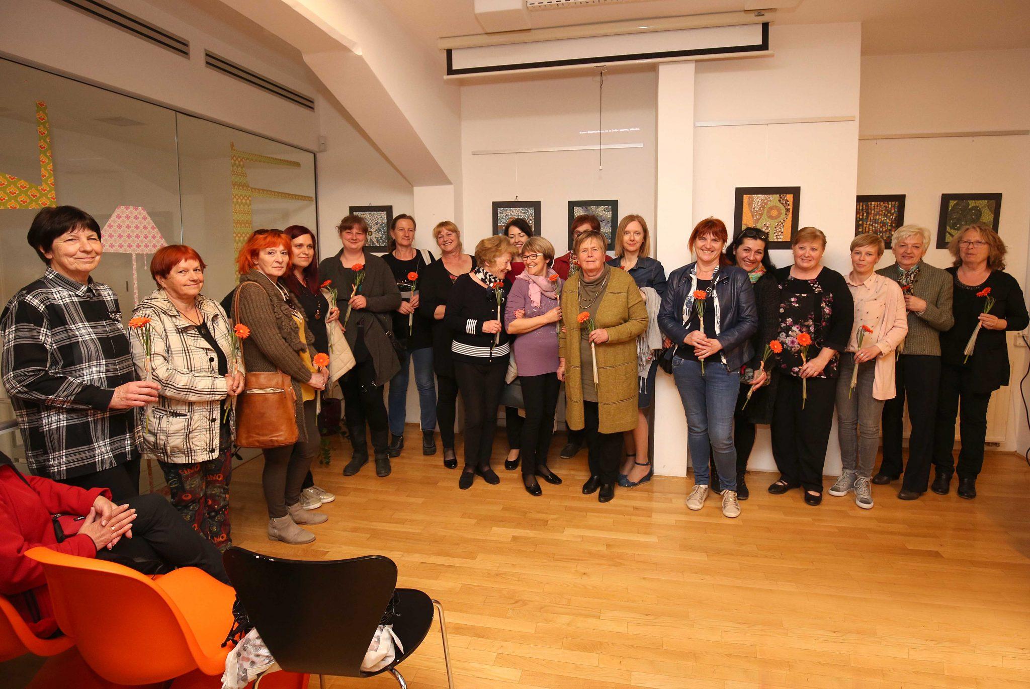 RAZSTAVA MOZAIKOV 10FOTO LJUBO VUKELIČ - Odprtje razstave - Pogled v živalski svet - sekcije Mozaik KD Rak Rakek