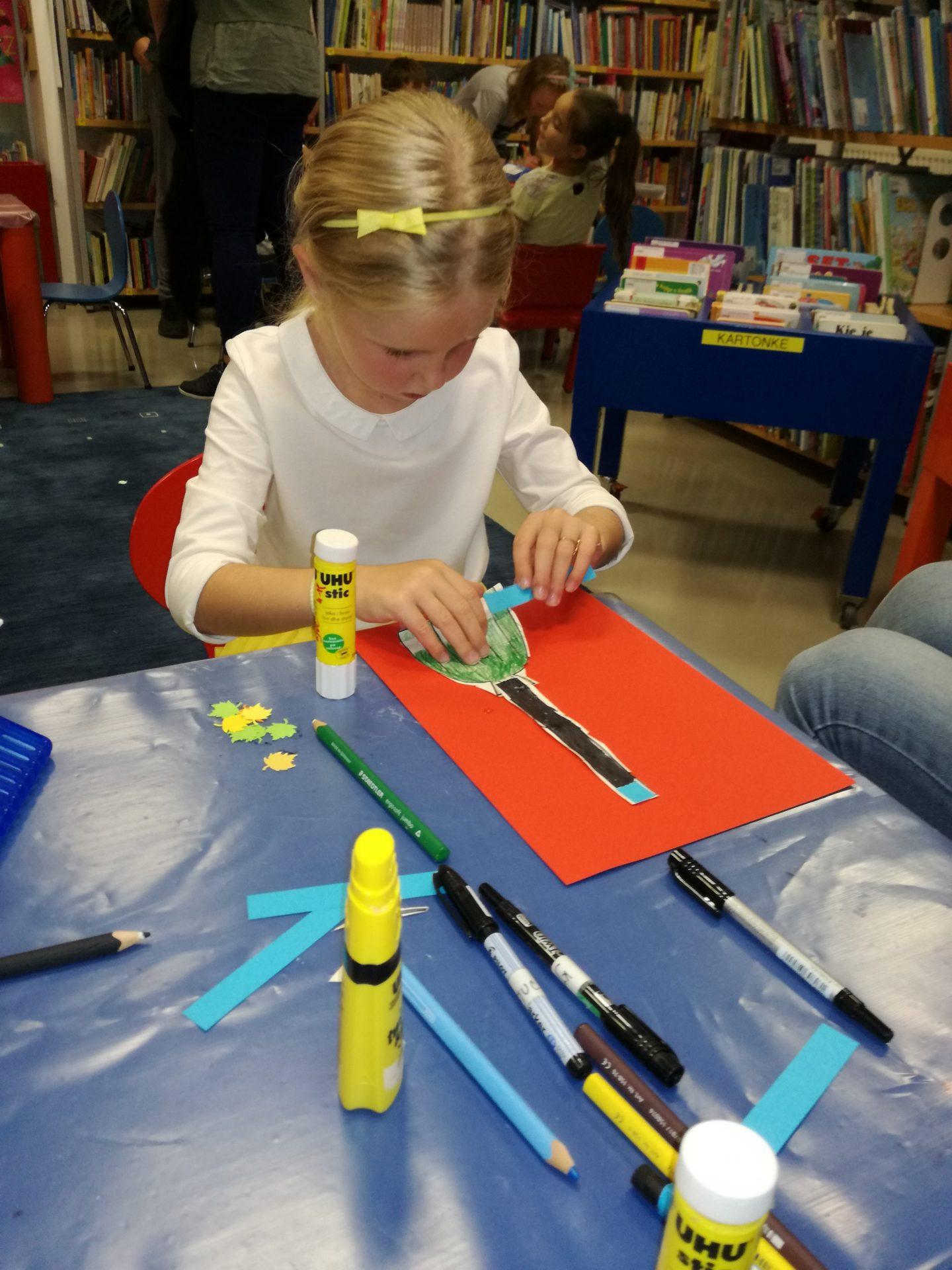IMG 20191011 180636 - Pravljična urica z ustvarjalno delavnico za otroke od 4. leta dalje