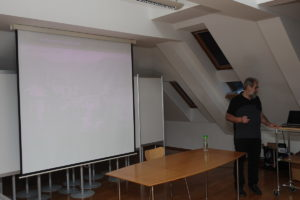 DELI RAPALSKE MEJE 05 300x200 - Valentin Schein: Deli rapalske meje - predavanje
