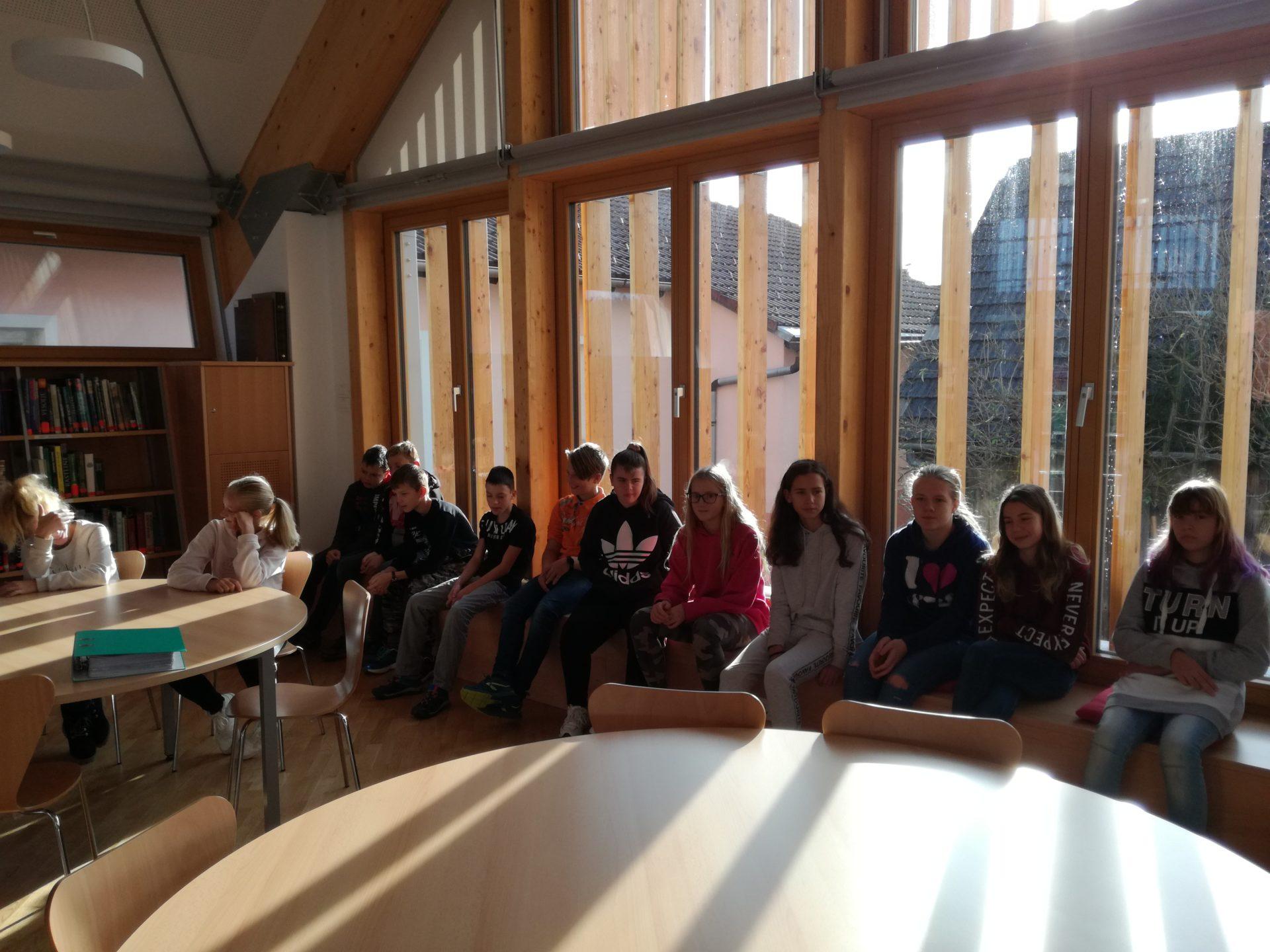 IMG 20191105 085922 - Ob projektu »Rastem s knjigo« na obisku sedmošolci iz Nove vasi