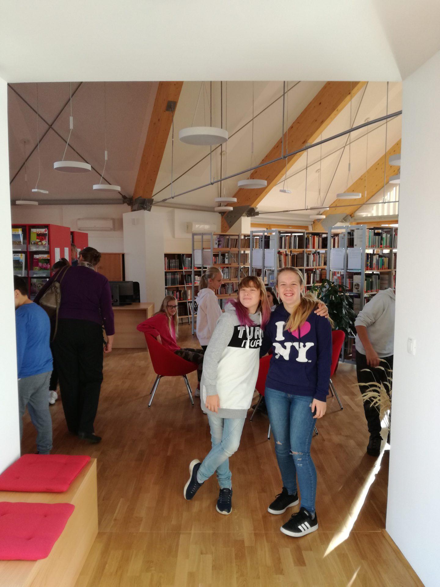 IMG 20191105 090019 - Ob projektu »Rastem s knjigo« na obisku sedmošolci iz Nove vasi
