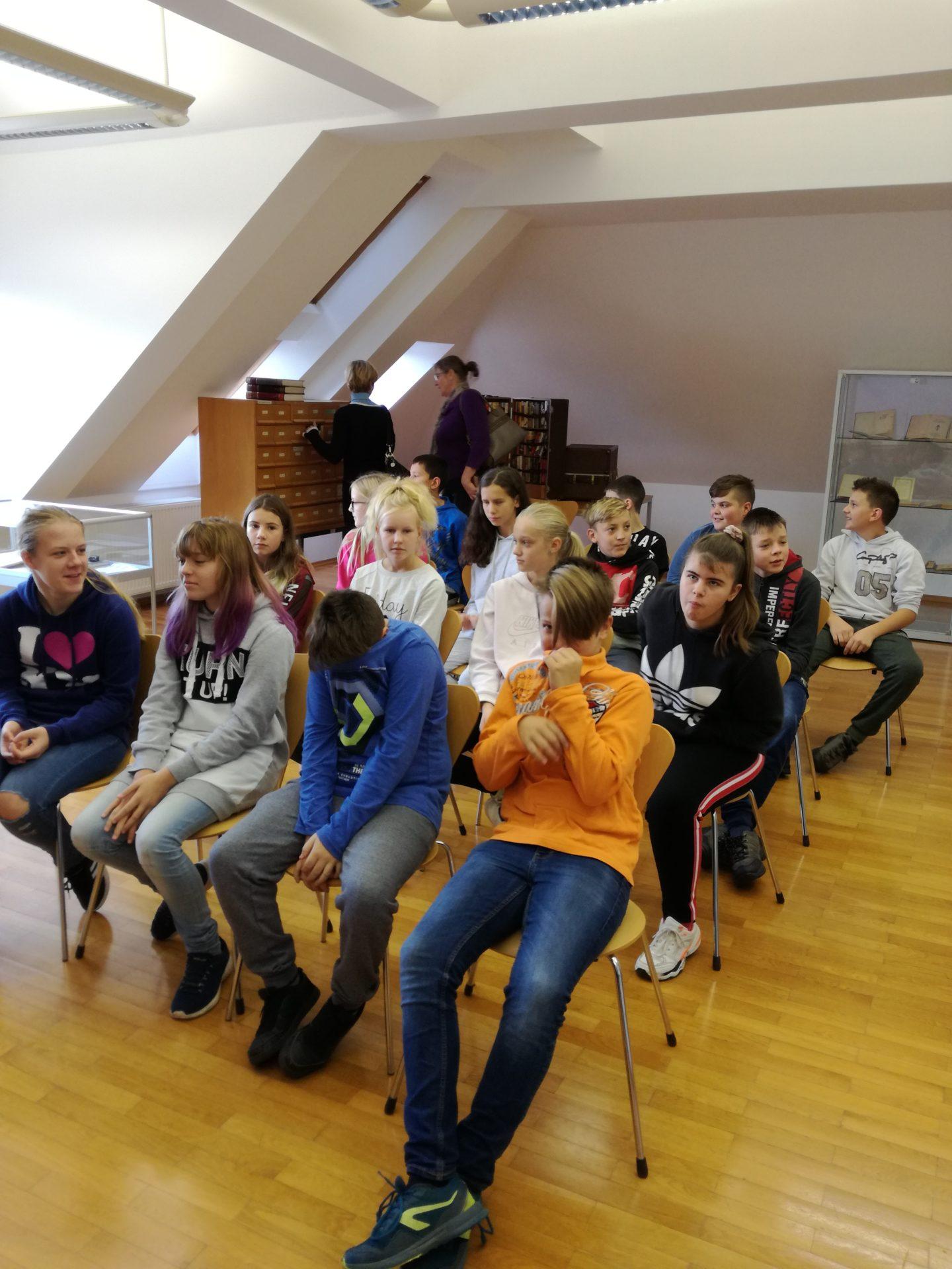 IMG 20191105 090807 - Ob projektu »Rastem s knjigo« na obisku sedmošolci iz Nove vasi