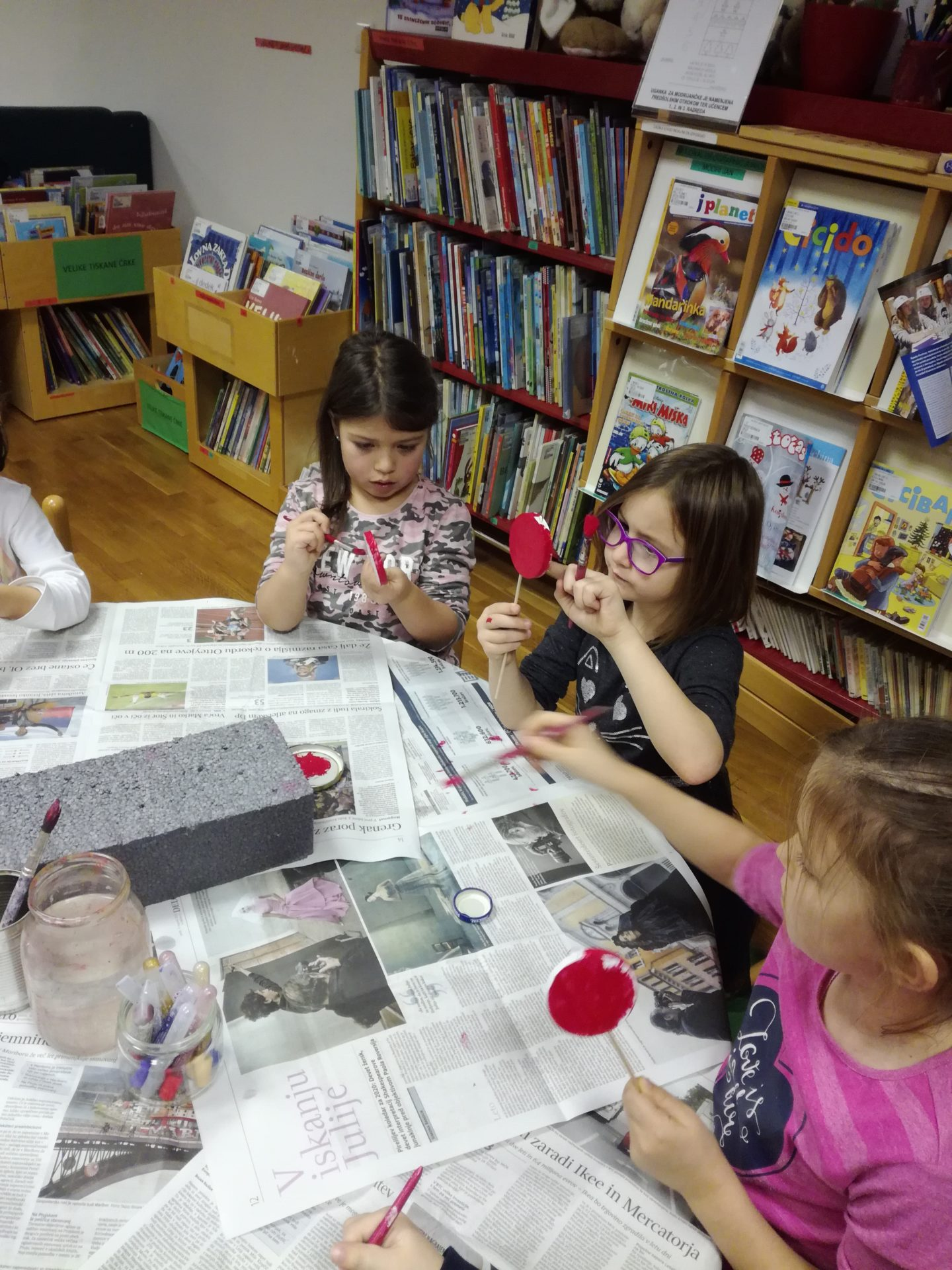 IMG 20191209 184533 - Pravljična urica in ustvarjalna delavnica za otroke od 4. leta dalje