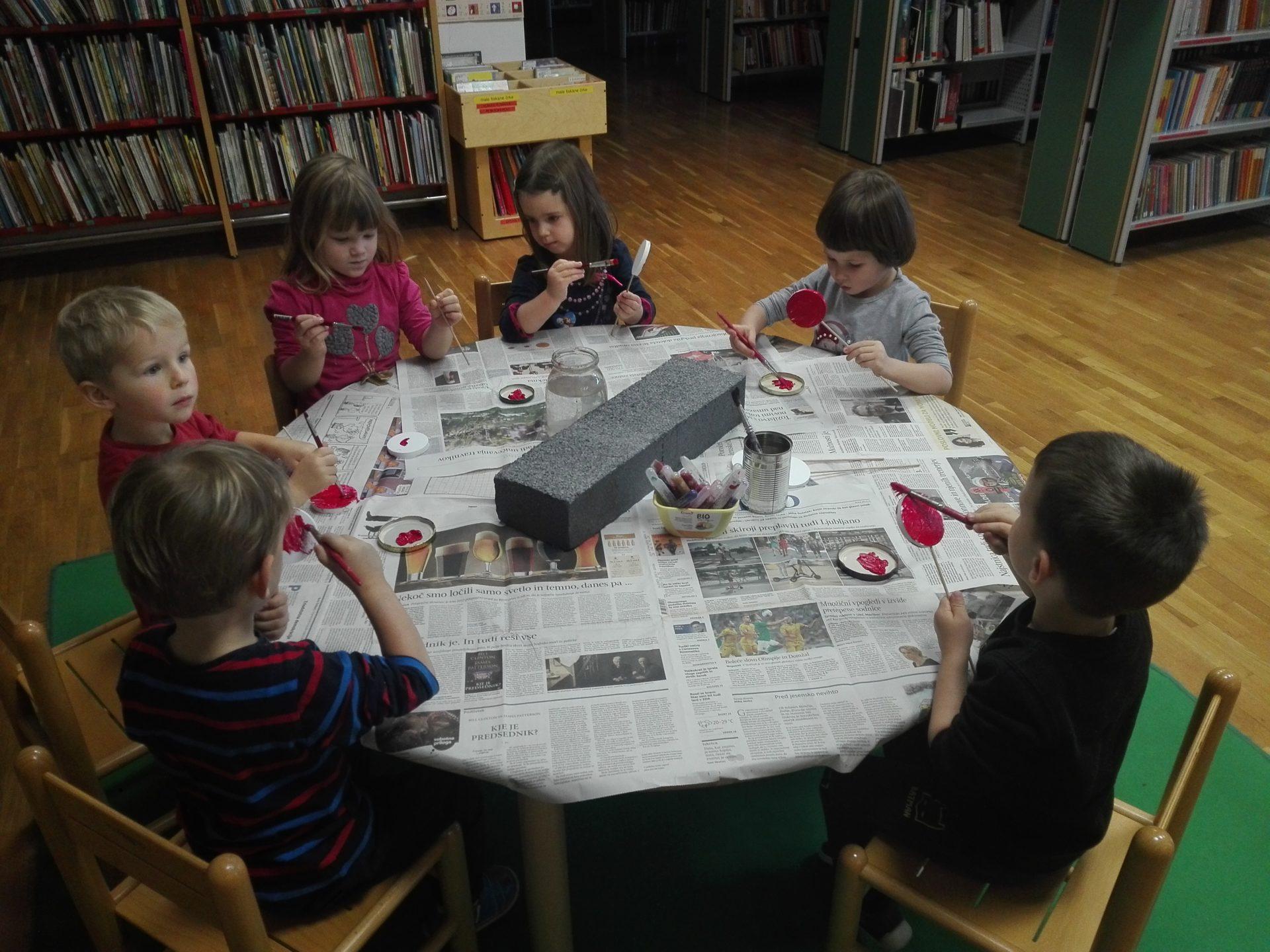 IMG 20191203 090940 - Obisk Vijoličnih polhkov v knjižnici v Starem trgu