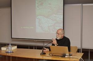 PREDAVANJE Foto Tine Šubic 06 300x197 - Andrej Kranjc: Cerkniško jezero in Kircherjeva teorija hidrofilacij