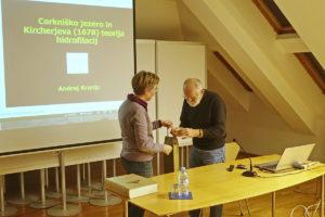 PREDAVANJE Foto Tine Šubic 11 300x200 - Andrej Kranjc: Cerkniško jezero in Kircherjeva teorija hidrofilacij