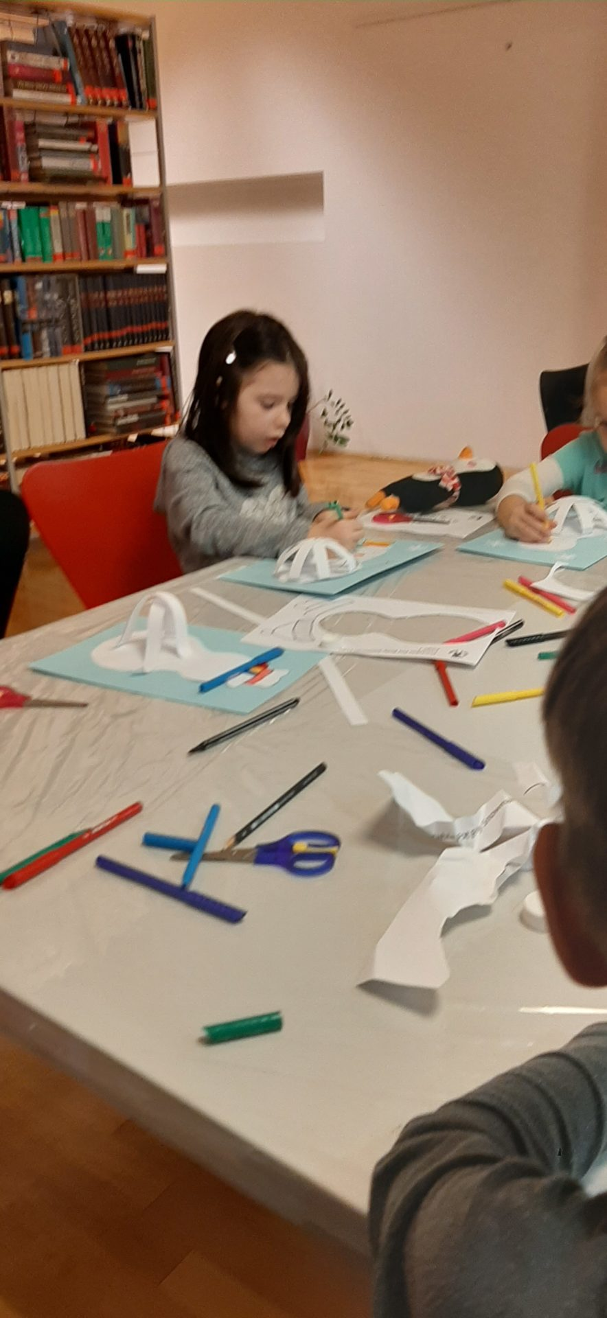 20200121 175505 - Pravljična urica z ustvarjalno delavnico za otroke od 4. leta dalje – Rakek