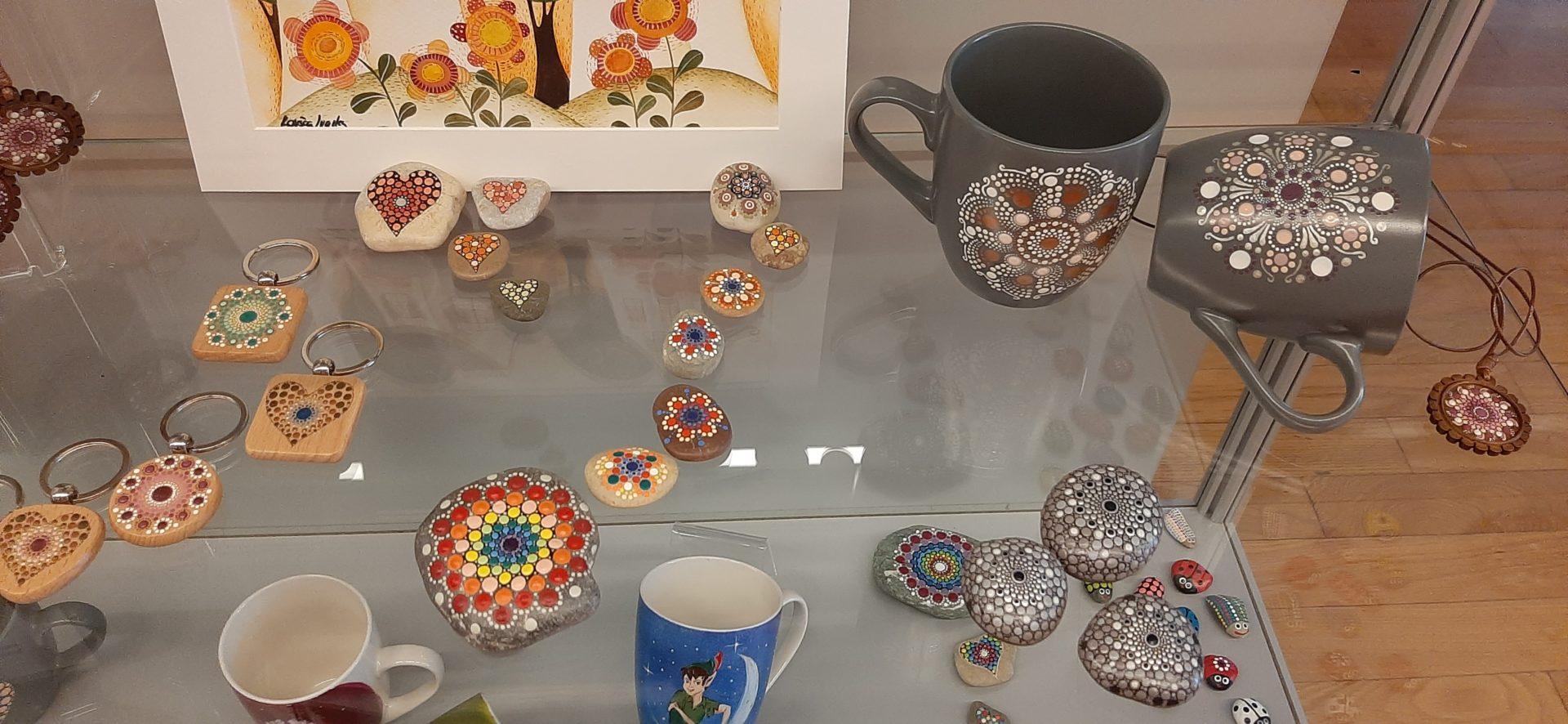 20210511 153631 1 - Barvni dotiki – razstava unikatnih izdelkov Ivanke Kovšca
