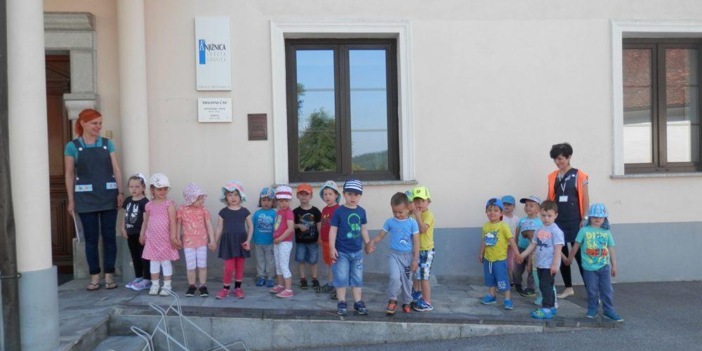 Knjižnica Jožeta Udoviča Cerknica vrtcu poklonila brezplačno članstvo