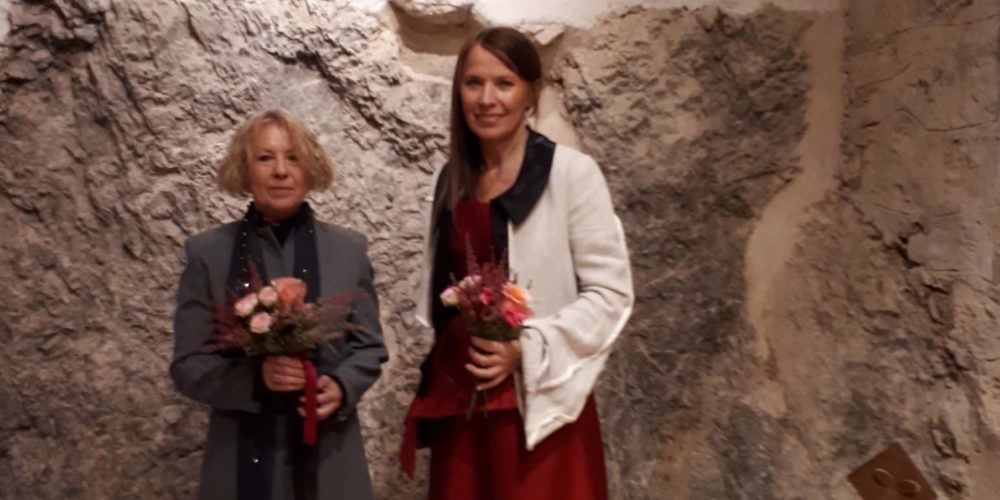 Povezovanje forme in zvena dveh notranjskih umetnic na gradu Snežnik