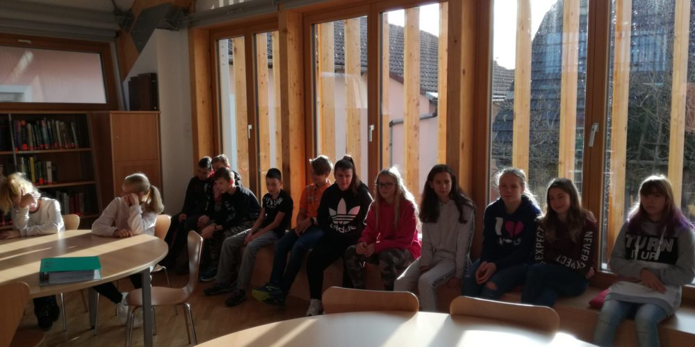 Ob projektu »Rastem s knjigo« na obisku sedmošolci iz Nove vasi