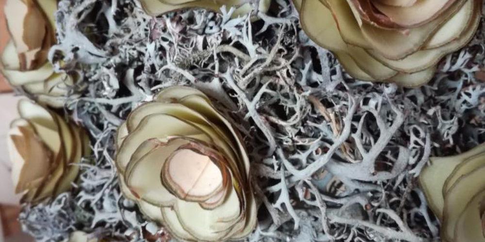 Rokodelska skupina Lesenke – razstava lesenih rož