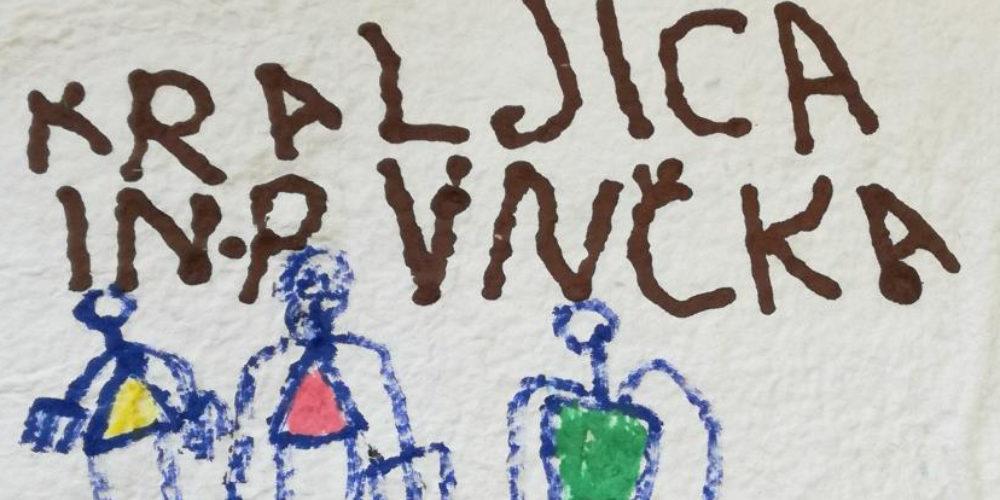 Kralj, kraljica in punčka – razstava knjige, ki so jo izdelali Murenčki iz vrtca v Novi vasi