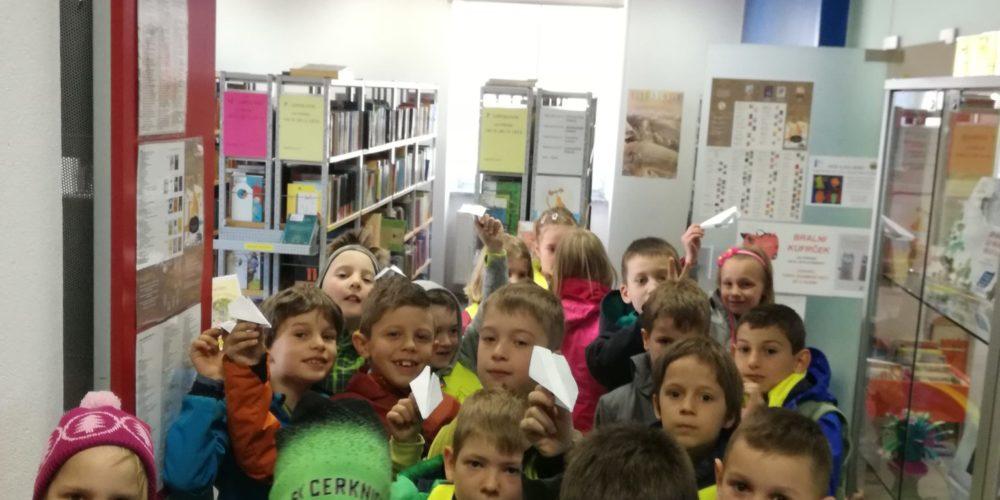 Drugarji na obisku knjižnice