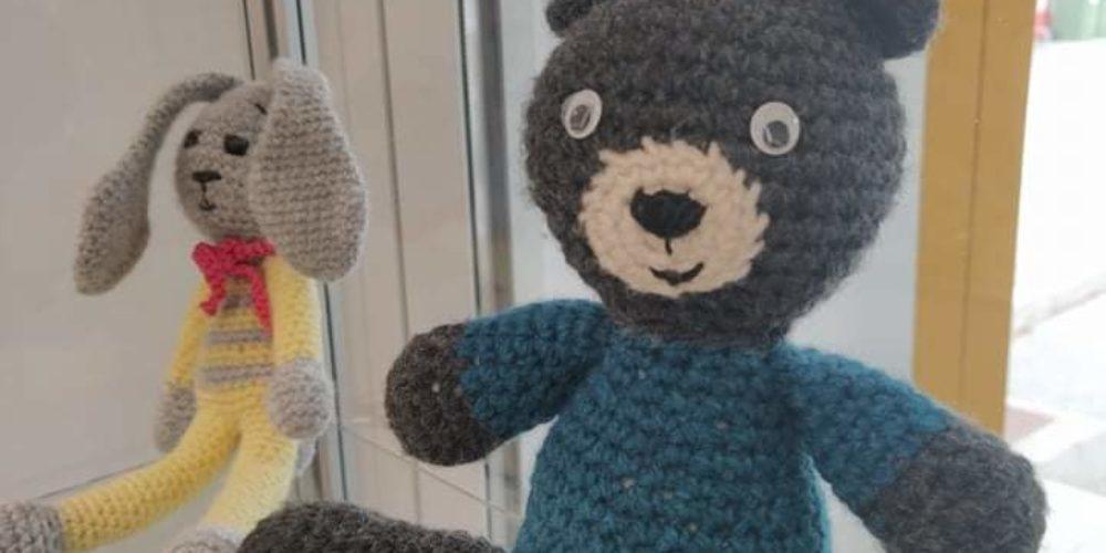 Pisana druščina – razstava kvačkanih igrač
